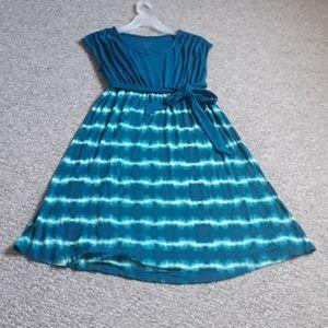 Liz Lange Cup Sleeves Maternity Midi Swing Dress